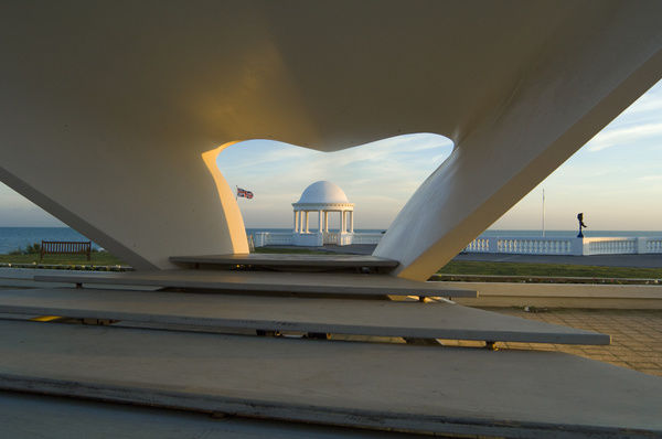 De La Warr Pavilion, Bexhill-on-Sea, Sussex. Looking through the bandstand towards a seafront shelter, from north. Photographed in 2006