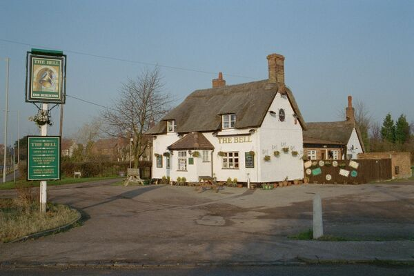 Timber-framed public house in Bedfordshire. IoE 36696