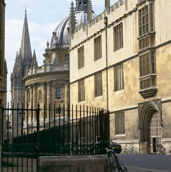 BODLEIAN LIBRARY, Oxford, Oxfordshire. Bodleian Library, Radcliffe Camera & St Mary's Church (right to left)