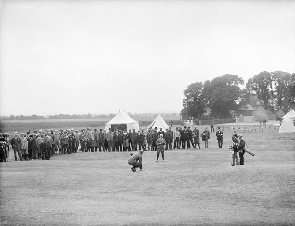 CUMNOR, Oxfordshire. A game of golf in progress at Chilswell Golf Links, watched by a large crowd at the 18th hole. Photographed by Henry Taunt (active 1860 - 1922).