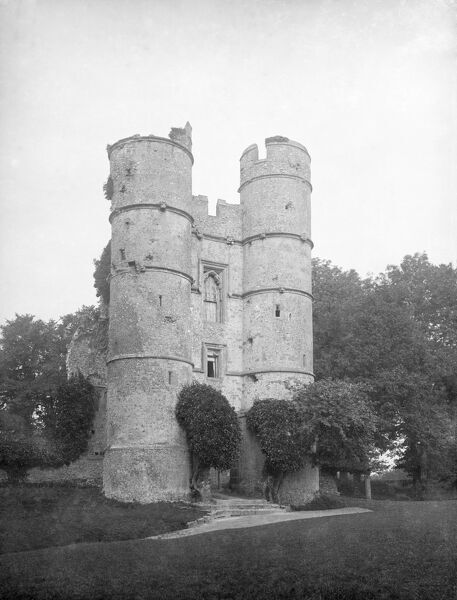 DONNINGTON CASTLE, Newbury, Berkshire. The Great Gatehouse, a three storey building with two round towers projected from the main body of the castle