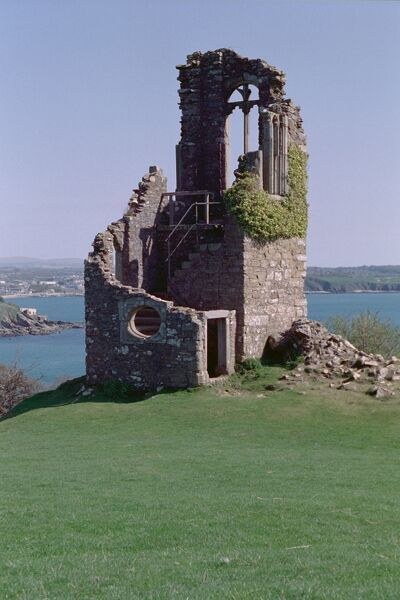 Constructed as a ruin and situated on a conspicuous hilltop site in Mount Edgcumbe Park, overlooking Plymouth Sound. IoE 61874