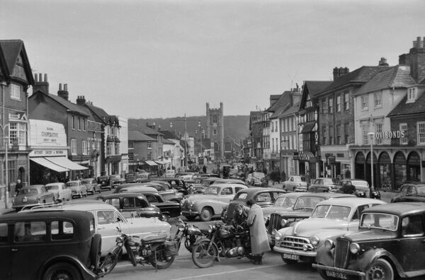 Henley-On-Thames, Oxfordshire. The view towards Hart Street from Market Place showing cars parked in the foreground and the tower of St Mary's Church in the distance. Photographed in March 1958 by Andor Gomme