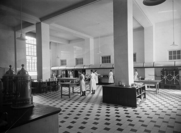 Royal Star And Garter Home, Richmond Hill, Richmond, Greater London. Staff preparing food in the kitchen. The Royal Star and Garter Home at Richmond was set up in 1916 to care for servicemen injured in the First World War. Photographed by Marshall Keene