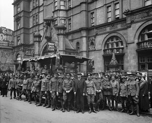 Australian soldiers at the Union Jack Club BL23031_001