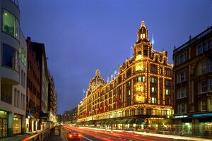 Harrods at night K000058