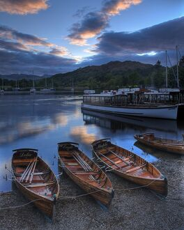 Rowing boats at Ambleside N060978