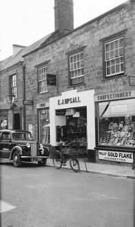 Shopping in Sherborne 1939 BB056811