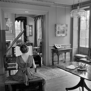 Woman playing harpsichord AA071907