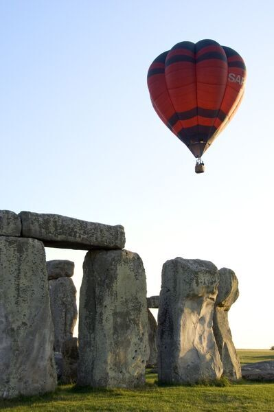 Balloon over Stonehenge N060085