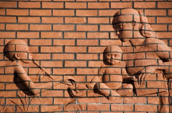 ST PAUL'S LEARNING AND FAMILY CENTRE, Bristol. An exterior detail of a brick relief showing mother with children