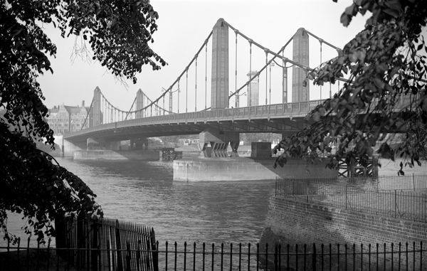 CHELSEA BRIDGE, Battersea, London. A perspective view of Chelsea Bridge taken from the south shore. The suspension bridge was built by Rendel, Palmer and Tritton in 1934. Photographed by Stanley W Rawlings. Date range: 1945 - 1965