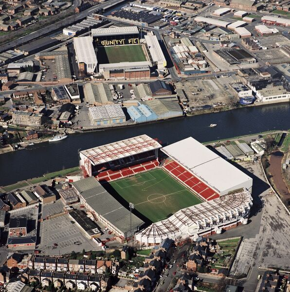 CITY GROUND and MEADOW LANE Nottingham. Aerial view of the homes of Nottingham Forest FC and (across the River Trent) Notts County FC. Photographed in 1995. Aerofilms Collection (see Links)