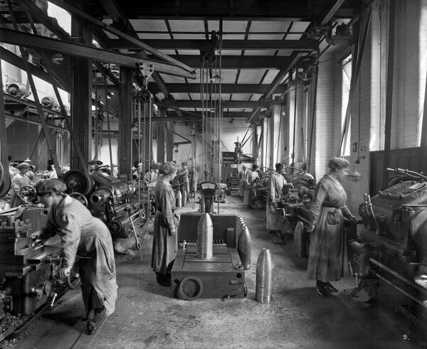 CUNARD SHELL WORKS, Bootle, Sefton, Merseyside. Women manufacturing shell casings, 1917. Bedford Lemere