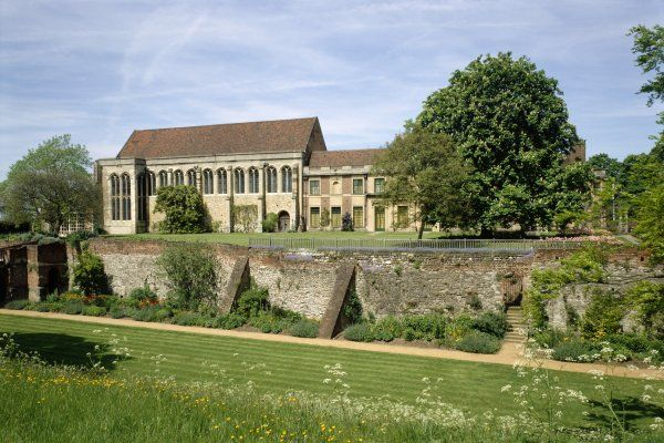 ELTHAM PALACE, London. The gardens. View from the South across the South moat towards the Great Hall