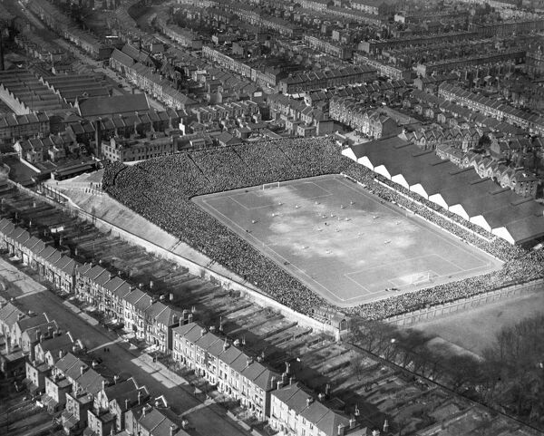 HIGHBURY STADIUM, London. Aerial view of the 1929 FA Cup Semi-Final at the home of Arsenal Football Club