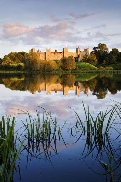FRAMLINGHAM CASTLE, Suffolk. View of the castle from across the mere