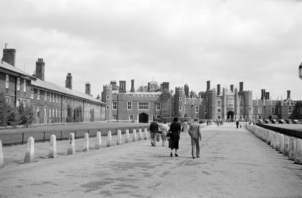HAMPTON COURT PALACE, Richmond upon Thames, London. The palace viewed from the driveway. The site originally belonged to the Knights Hospitallers of St John of Jerusalem. The site was acquired by Thomas Wolsey in 1513 who began to make significant alterations