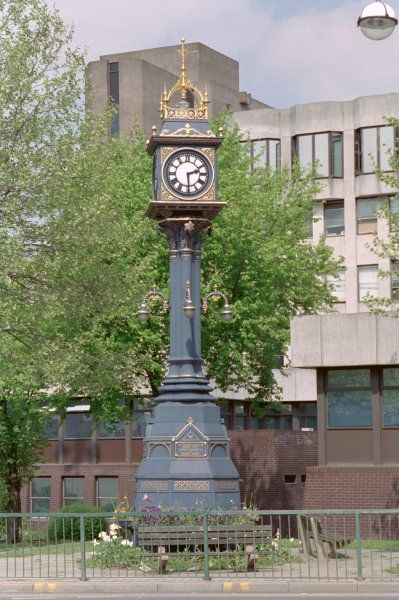 Clock to commemorate the coronation of King George V and Queen Mary. Situated in Walker Square, Rotherham, South Yorkshire. IoE 335711