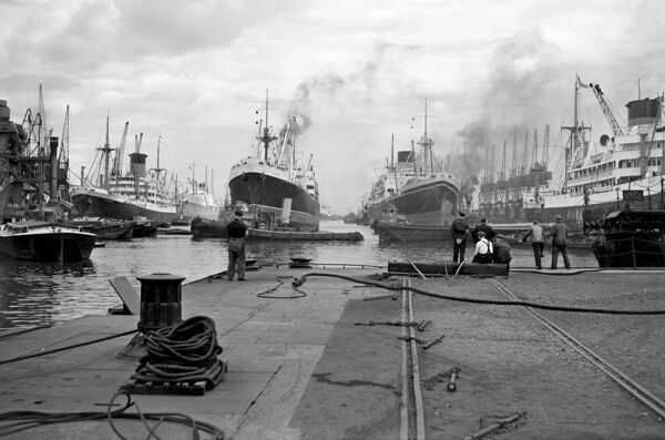 KING GEORGE V DOCK, Canning Town, London