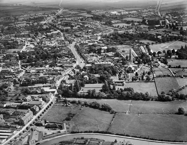 All Saints Church and the High Street, Leighton Buzzard, Bedfordshire. Photographed in 1928 by Aerofilms Ltd
