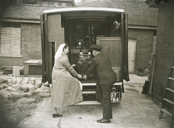 Staff lifting mobile radiography and X-ray apparatus from a van