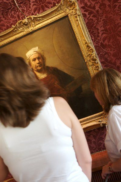 KENWOOD HOUSE, London. Interior view. Visitors in the Dining Room looking at the Rembrandt Self Portrait. Model released 2006