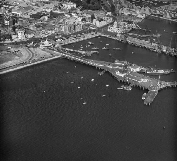 Royal Pier, Southampton. Photographed by Aeropictorial Ltd in 1957