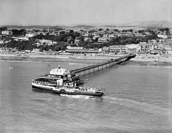 SANDOWN, Isle of Wight. The Paddle Steamer Sandown arriving at Sandown Pier in August 1939. Sandown Pier was originally much shorter, but was extended in 1895 with a new pavilion and steamer landing stage. It was intended to attract tourism to Sandown