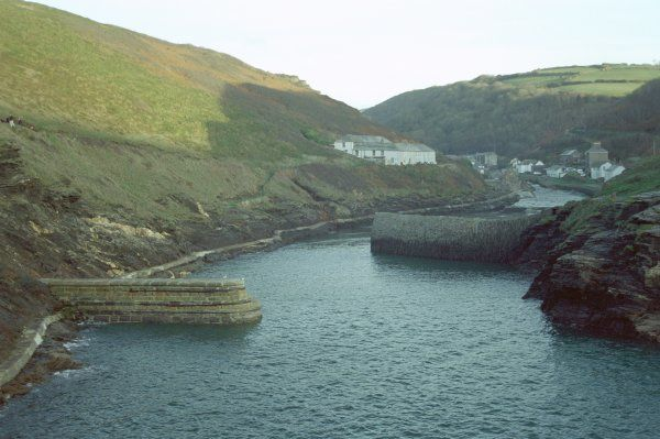 South Habour Pier. The picturesque Boscastle harbour. IoE 68721
