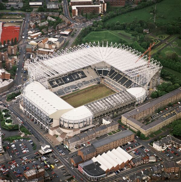 ST JAMES' PARK, Newcastle-upon-Tyne. Aerial view of the home of Newcastle United FC since 1892. Photographed in 2000. Aerofilms Collection (see Links)