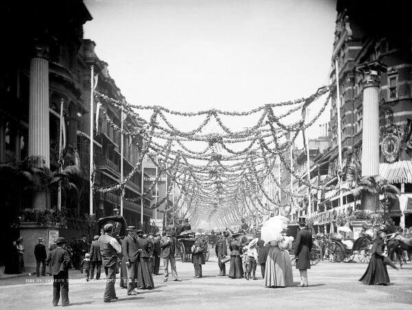 ST JAMES'S STREET, Westminster, London. A view looking down St James's Street which is full of people and decorated to mark Queen Victoria's Diamond Jubilee of 1897. Photograph by York and Son