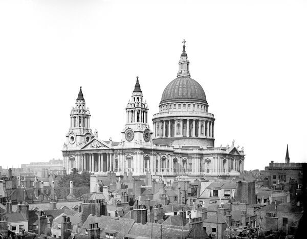 ST PAUL'S CATHEDRAL, London. A view across the roof tops looking towards St Paul's Cathedral