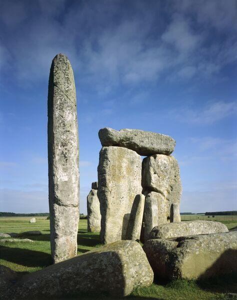 STONEHENGE, Wiltshire. Detail of sarsen trilithons showing tallest upright and station stone