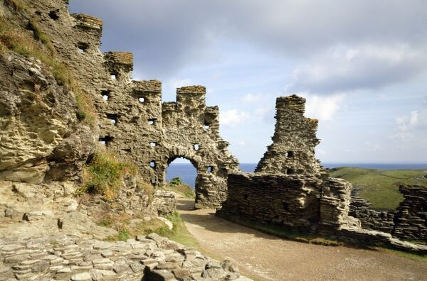 TINTAGEL CASTLE, Cornwall. View towards the North gate of the inner ward