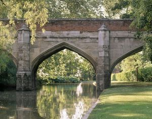 Eltham Palace bridge J990133