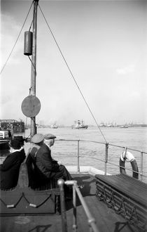 Ferryboat, Gravesend Reach AA001233