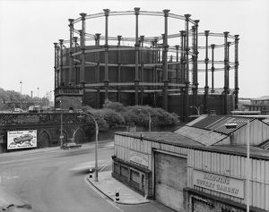 historic images/1960 present day/gas holders kings cross dd004573