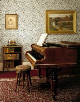 Down House. Emma Darwin's piano J980007
