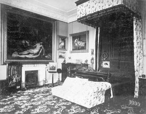 Queen Victoria's bedroom at Osborne House c.1890 D880025