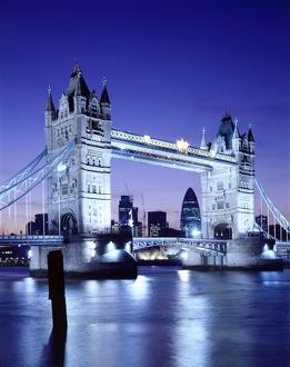 Tower Bridge J060035