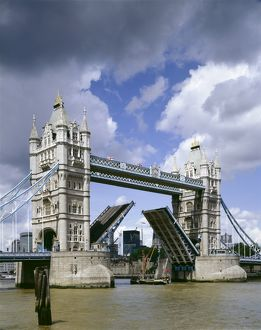 Tower Bridge J060047