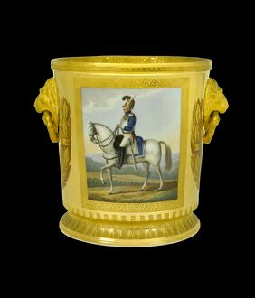 Wine cooler depicting a Dutch Officer of the Cuirassiers N081104