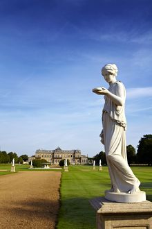 Wrest Park with statue of Hebe N100602